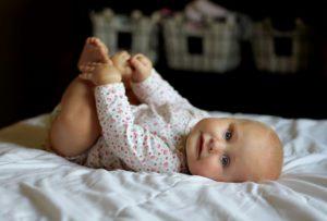bebekler için yuvarlanmak ve oturmak 1