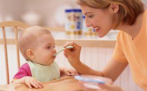 bebeklerde ek gıdaya ne zaman geçilmelidir 1
